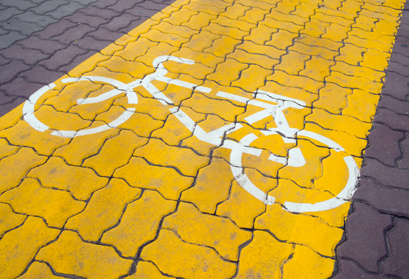 Dedicated path for cycling on the cobblestones of the pedestrian zone